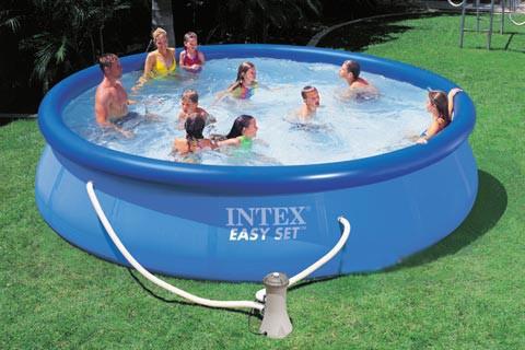 Для такого надувного бассейна может понадобиться насос для откачки воды