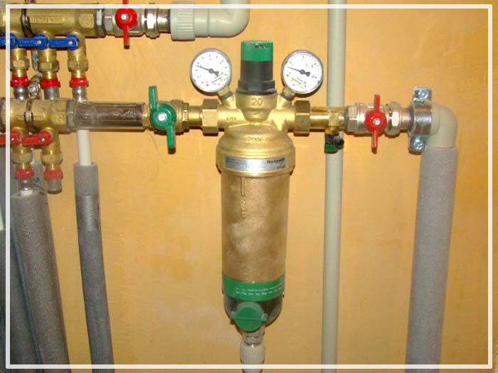 Сетчатый фильтр грубой очистки с клапаном регулировки давления
