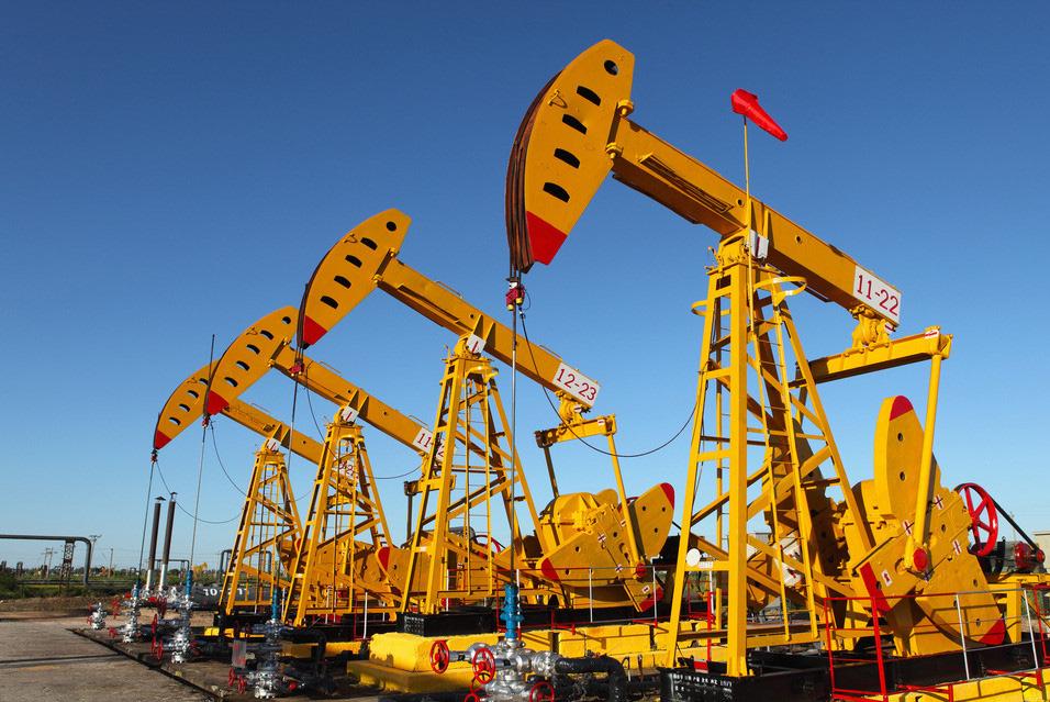 Нефтяные насосы на месторождении
