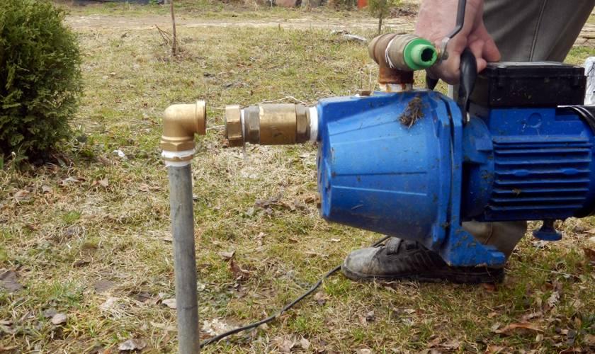 Установка поверхностного центробежного насоса для скважины