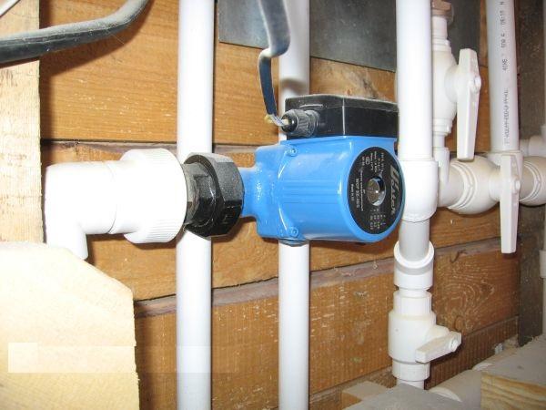 Насос Wester установленный в системе отопления