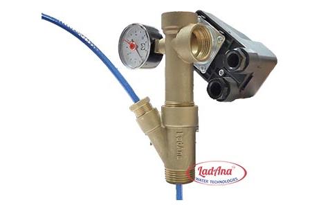 Монтаж тройника для греющего кабеля внутри труб.